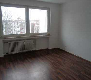 Großzügige 3 Zimmer-Wohnung mit 2 Balkonen in Düsseldorf-Rath