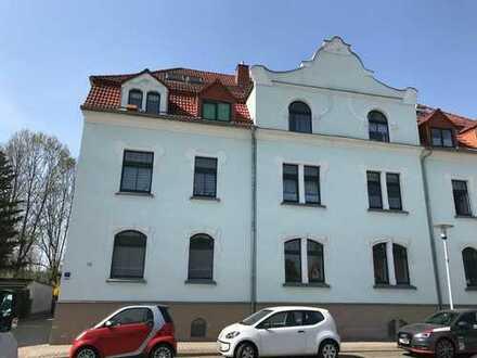 2-R-Whg., 5 km zum VW-Werk, EG, vermietet, Laminat u. Fliesen, offene Küche, Balkon
