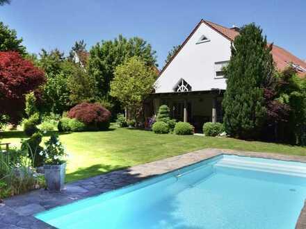 Luxuriöses Einfamilienhaus mit traumhaften Garten, Pool, Sauna uvm in Regensburg (Kreis), Schierling