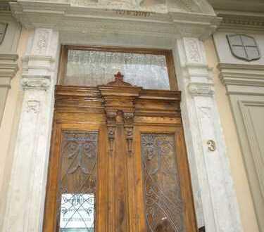 Exclusive, DG-Whg. m. Loggia, hohen Decken, Parkett, EBK i. Einzeldenkmal su. Mieter/inen