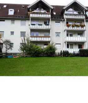 Helles Zimmer in 106-pm 3er WG mit Balkon und Garten an Weiblich zu vermieten. Großzügiger Wohn-Ess