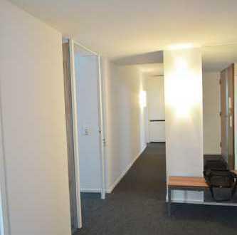 Sanierte Bürofläche mit EBK- in Zentrumslage!