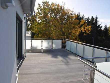 Wohntraum im Grünen - Penthousewohnung mit 93 qm Sonnendeck und Wellnessbereich