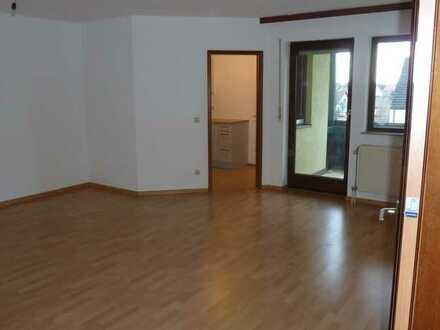 Schöne, frisch renovierte 2-Zimmer-Wohnung mit Balkon und EBK (inkl. E-Geräte) in Erlangen