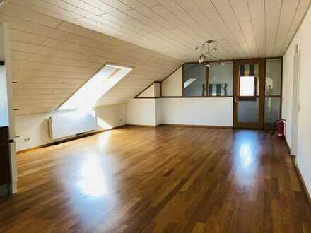 Obersulm: Traumhafte 5-Zimmer-Dachwohnung mit 3 Balkonen