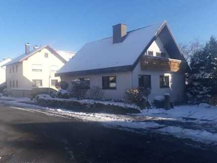 Gepflegtes 1- bis 2-Familienhaus mit 7 - 8 Zimmern in Schollbrunn