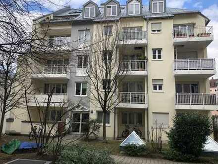 Schöne Wohnung mit Terrasse auf zwei Ebenen