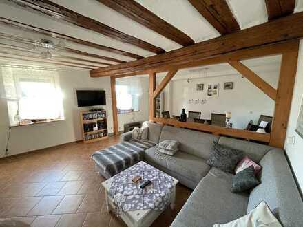 Sanierte Maisonette-Wohnung mit drei Zimmern und Balkon in Sörgenloch