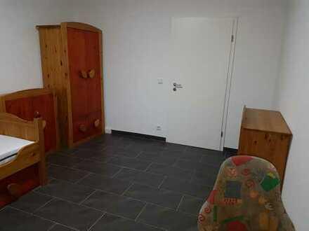 Möbliertes Zimmer in 2er-WG in frisch kernsanierter Wohnung mit High Speed Internet