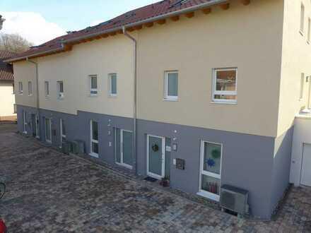 Erstbezug: 4-Zimmer-Reihenhaus in zentraler Lage von Königsbach