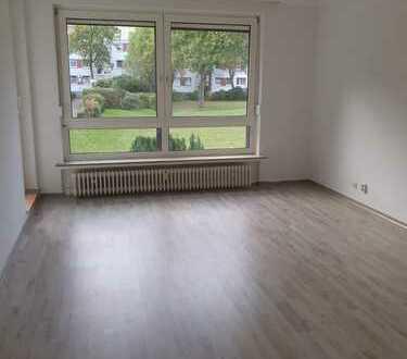 Erstbezung nach Sanierung: attraktive 4-Zimmer-EG-Wohnung mit Balkon in Bremen