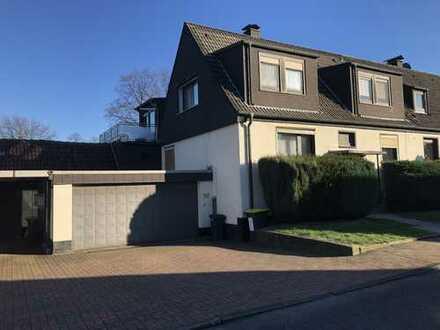 Zweifamilienhaus, DHH in bester Lage mit Garage für 4 PKWs