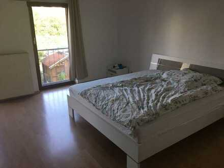 1 Zimmer 37m² in Haus 1.OG 400Euro WM mit gemeinsamen Wohnzimmer, Küche, Duschen, WC und Garten, Hei