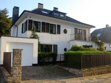 Exklusive Stadtvilla in Düsseldorf Ludenberg, traumhaft idyllische Lage am Grafenberger Wald