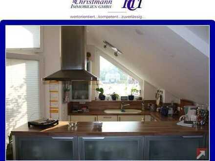 Kelkheim - Superschicke Dachgeschosswohnung mit Skylineblick für Singles und Paare