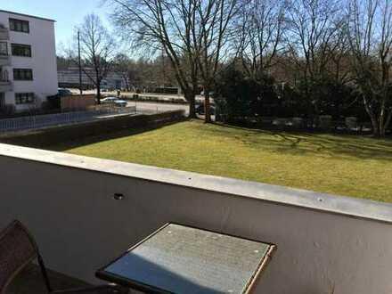 30 qm Lichtdurchflutetes WG-Zimmer, möbliert, Balkon