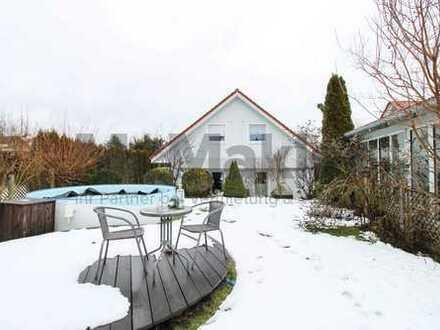 Schönes 5-Zi.-EFH mit Garten, 2 Terrassen und Pool in ruhiger Lage!