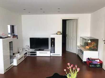 Neuwertige Wohnung mit zwei Zimmern und EBK in Glattbach