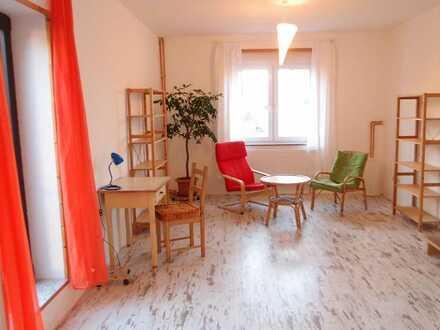 Schönes helles und geräumiges Zimmer in ruhiger Lage