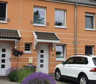 Neuwertiges Reihenmittelhaus mit fünf Zimmern und Einbauküche in Arsten, Bremen