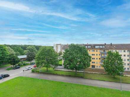 Renovierungsbedürftige 3,5-Zimmer-Wohnung mit zwei Balkonen und Blick auf den Hohentwiel in Singen