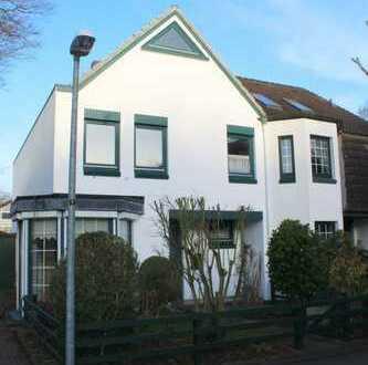 **BESI., SO., DEN 26.01. v. 13.00-13.30 UHR**Ansprechendes Reihenendhaus in Ahrensburg