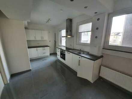 Sehr helle und schöne 5 Zimmer Wohnung 132 m² in BO-City *EBK *WG geeignet *modernisiert