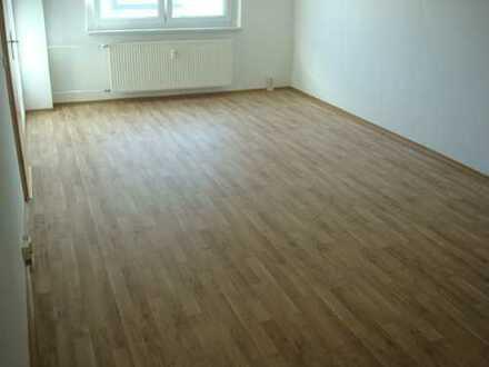 4-Zimmer- ETW-Wohnung mit EBK - Eigennutzung oder Kapitalanlage - Neuhaus / Rwg.