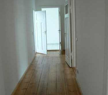 Ruhige und Helle 4-Raum Wohnung mit Stuck Provisionsfrei!
