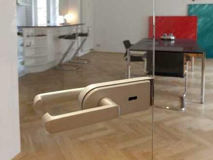 Stilvolle, geräumige und gepflegte 2-Zimmer-Wohnung mit Balkon und Einbauküche in Hannover