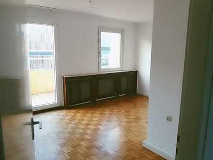 Gepflegte 3-Zimmer-Penthouse-Wohnung mit Balkon in Mönchengladbach