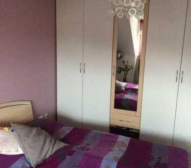 Gemütlich möbliertes Zimmer mit eigenem Bad