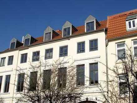 Mit Balkon - großzügige 1-Raum Dachgeschosswohnung