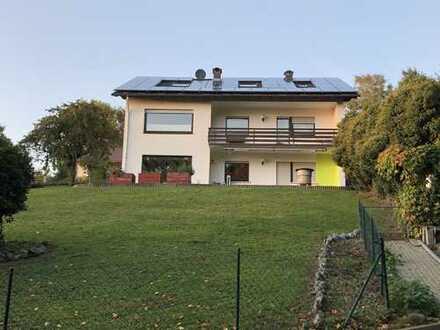 Neuwertige 3-Zimmer-Einliegerwohnung mit Terrasse und EBK in Johannesberg