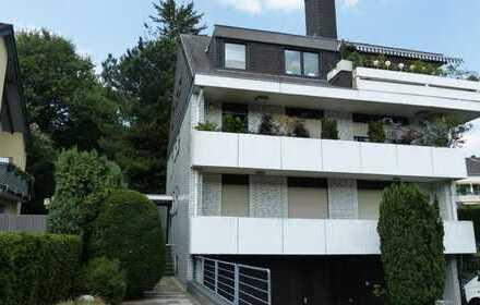 Traumhafte 5 Zimmer Maisonette-Wohnung auf zwei Ebenen mit 2 Bädern in Düsseldorf-Unterbach