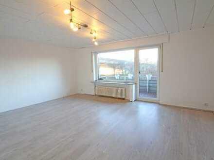 Schöne 3-Zimmer-Wohnung mit Balkon im 1.OG im Herzen von Rahm