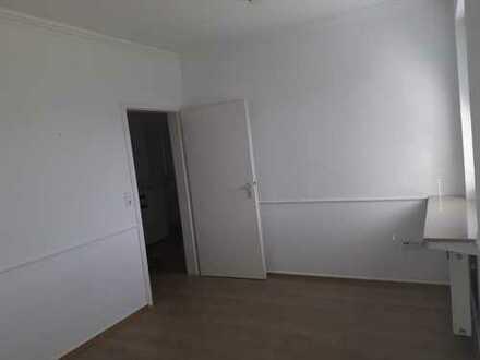Modernisierte 3-Zimmer-Wohnung mit Balkon und Einbauküche in Bremen
