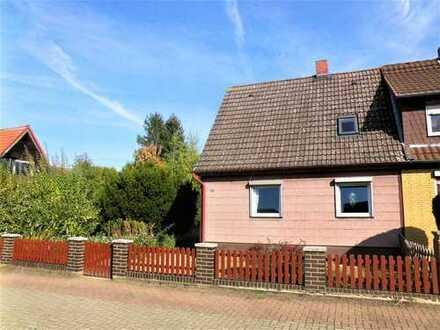 Kleine Doppelhaushälfte mit Erweiterungsmöglichkeiten in ruhiger Ortsrandlage