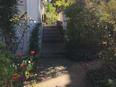Gepflegtes freist. Einfamilienhaus mit kleinem Garten in Heidelberg-Südstadt (Nähe Panoramastraße)