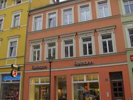 Großzügige Dachwohnung mit Balkon im Stadtkern !