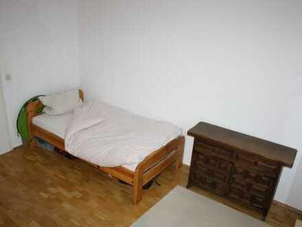 Mutter mit 2 Kindern sucht Mitbewohnerin 16 qm Zimmer möbliert für 50€ + Babysittertätigkeit in der
