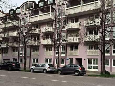 Helle, schöne (teilmöblierte) 2 Zi Wohnung
