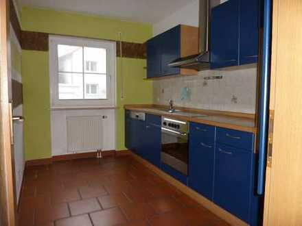Günstige, gepflegte 2-Zimmer-EG-Wohnung mit Terrasse und Einbauküche in Helmbrechts