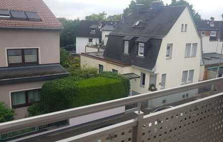 Begehrte, helle und komplett renovierte 3-Zimmer-Wohnung mit Balkon