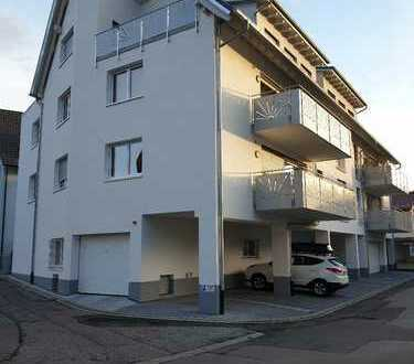 Stilvolle, geräumige und neuwertige 4-Zimmer-Wohnung mit Balkon & Burgblick in Waldkirch