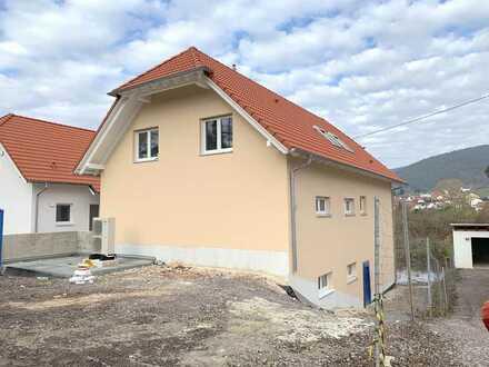 Großzügige Neubau-Wohnung mit Blick in die Berge
