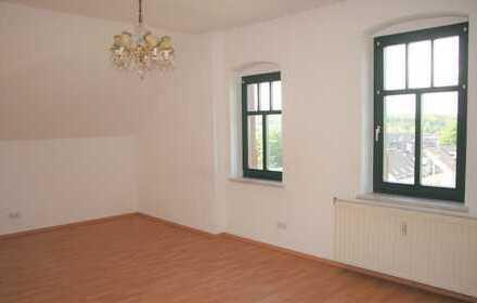 Helle und neu renovierte 2 Zimmer-Wohnung mit Stellplatz im Hof