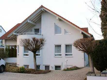 Exklusives freistehendes Einfamilienhaus mit Doppelgarage in Tübingen (Kreis)