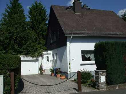 Freistehendes Haus mit Garten, auch perfekt teilbar für Neubau
