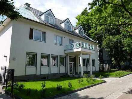 Klein – Fein – Mein. Vermietete Einheit mit großer West-Terrasse und eigenem Garten mit 161 qm